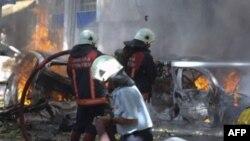 Vatrogasci nastoje da ugase požar posle eksplozije bombe u Ankari, 20. septembar 2011.