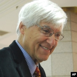 該劇編劇、美國之音前台長、現任美國南加州大學教授的杰弗里.考恩12月2日在北京大學劇場