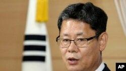 တာင္ကိုရီးယားနိုင္ငံရဲ့ ႏွစ္နိုင္ငံေပါင္း စည္းေရးဝန္ႀကီးဌာန ဝန္ႀကီး Kim Yeon-chul