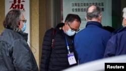 世衛組織新冠病毒源頭調查組成員視察武漢漢陽區江欣苑社區。 (2021年2月3日)