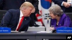امریکی صدر ڈونلڈ ٹرمپ اور برطانوی وزیر اعظم تھیریسا مے۔ فائل فوٹو