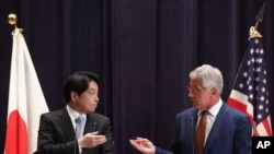 Američki sekretar za odbranu Čak Hejgel i japanski ministar za odbranu Itsunori Onodera, Tokijo, 6. april, 2014.