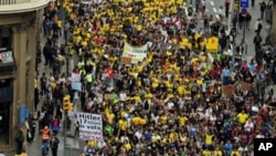 Studenti u Španiji se pridružili protestu prosvetnih radnika protiv smanjenja budžeta za školstvo, Barselona 22. maj 2012.
