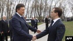 Виктор Янукович и Дмитрий Медведев 26 апреля 2011г.
