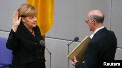 Bà Angela Merkel được tuyên thệ nhậm chức.