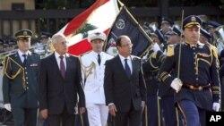 Prezida wa Libani, Michel Suleiman, na Prezida w'Ubufransa, Francois Hollande,i Beirut, muri Libani ejo ku musi w'Imana.