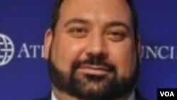 Džordž Benitez, vojni ekspert za NATO - Atlantski savet, Vašington