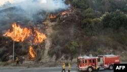 Лесные пожары охватили север и юг Калифорнии