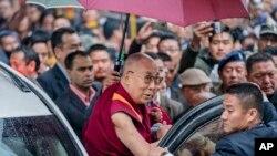 达赖喇嘛星期三抵达印度阿鲁纳恰尔邦访问(2017年4月4日)