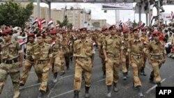 Yemen'de hükümet karşıtı gösteriye katılan ordu birlikleri
