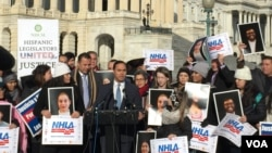 "Rep. Joaquin Castro (D-Texas), speaks alongside dozens of DREAMer activists on Capitol Hill, in Washington. Jan. 19, 2018. ""Every day we wait, more and more become subject to deportation,"" Castro told the crowd. ""As a Congress, we need to do better than that."" (V. Macchi/VOA)"
