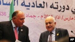 Arab League Secretary-General Nabil Elaraby (r) and Egyptian Foreign Minister Sameh Shukri leave a press conference at the conclusion of an Arab summit meeting in Sharm el-Sheikh, South Sinai, Egypt, March 29, 2015.