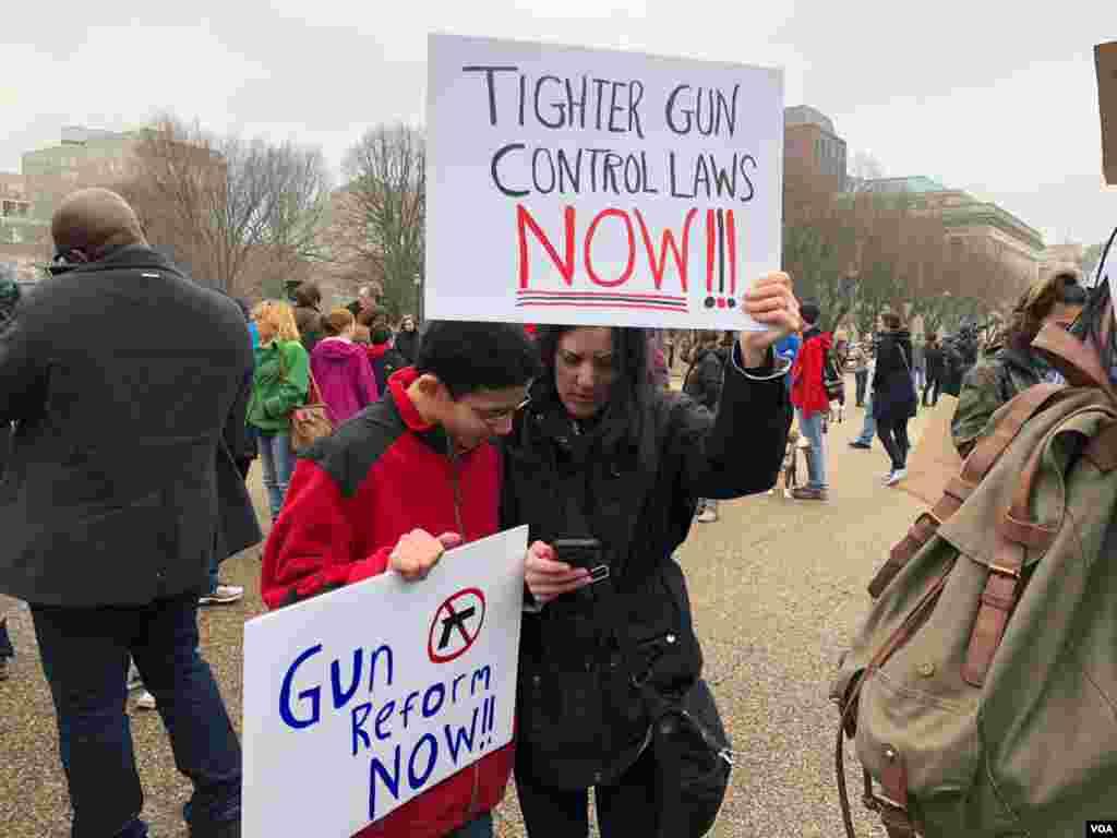 Protestas y marchas sobre el control de armas se realizan en diferentes partes del país tras el tiroteo en escuela secundaria en Florida que cobró la vida de 17 personas.