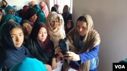 د افغانستان د ټاکنو خپلواک کمیسیون وايي، د شنبې په ورځ شاوخوا څلور میلیونو خلکو په ټاکنو کې برخه اخیستې ده.