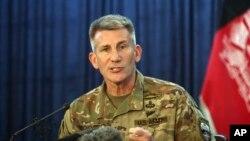 جنرال نیکولسن د افغانستان د کابینې دځينو غړو او مرسته کونکو هیوادونو د استازو سره یو ځای کندهار ته تللی و
