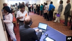 Job seekers line up to register to attend a job fair held in Atlanta, Georgia, May 30, 2013.