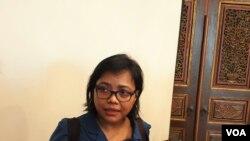 Ahli tata negara, Bivitri Susant,i usai menggelar konferensi pers bersama tokoh nasional di Jakarta, Jumat, 4 Oktober 2019. (Foto: VOA/Sasmito Madrim)