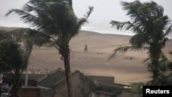 颶風哈德哈德星期日在印度東海岸地區登陸。