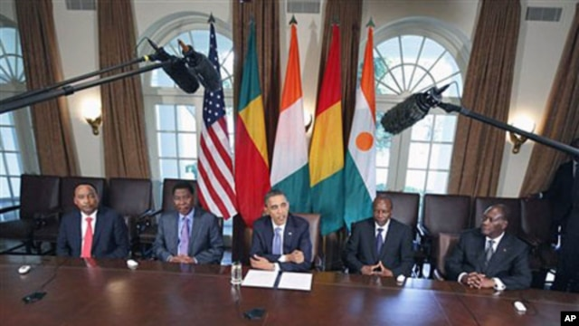 President Barack Obama meets with, from left, Niger President Mahamadou Issoufou, Benin President Boni Yayi, Guinea President Alpha Conde, and Cote d'Ivoire President Alassane Ouattara, in the Cabinet Room of the White House in Washington, DC, July 29, 20