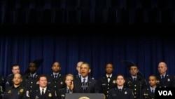 """奧巴馬星期二呼籲國會避免政府預算出現""""強行削債""""(Sequester)"""