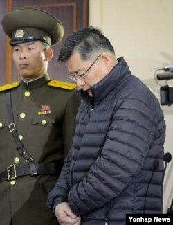 20년 가까이 북한을 드나들며 인도주의 구호활동에 앞장선 것으로 알려진 한국계 캐나다인 임현수 목사가 16일 북한 최고재판소에서 재판을 받고 있다.