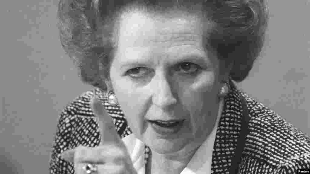 Margaret Tetcher Londonda matbuot anjumanida jurnalistlar savollariga javob berayapti. 8-iyun, 1987-yil.