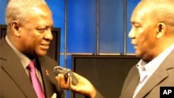 Mataimakin kasar Ghana, John Dramani Mahama (L) da Aliyu Mustapha, VOA (R)