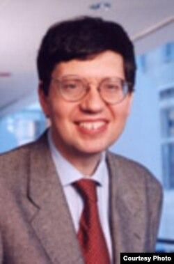 西北大學法學院教授約翰•麥克吉尼斯