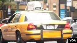 En el programa gira en torno a un taxi insospechado que transporta pasajeros al azar a quienes luego les hace saber que participan de un programa de pruebas.