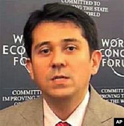 世界经济论坛执行董事李.豪威尔