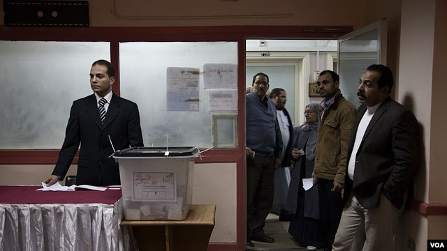 Today marks the second round of voting in Egypt's constitutional referendum, Cairo, Saturday, Dec. 22, 2012. (Yuli Weeks for VOA).