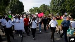 密苏里州弗格森市抗议游行