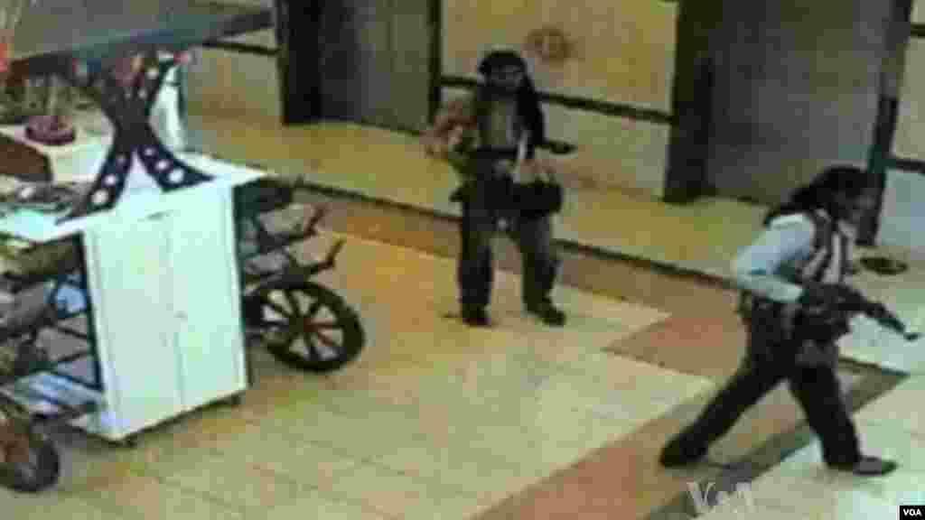 Ces images de la vidéo de l'attaque du centre commercial Westgate par les combattants d'Al-Shabaab, Nairobi, Kenya, 26 septembre 2013