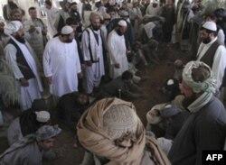 Ahmad Vali Karzay Qandahorning Qarz qishlog'ida dafn etildi
