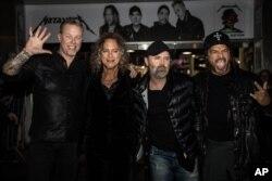 اعضای متالیکا در مراسم امضای آلبوم جدیدشان در بریتانیا