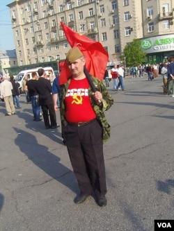今年5月莫斯科反政府示威中的共产党员 (美国之音白桦拍摄)