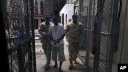 گوانتانامو میں مقدمات دوبارہ شروع کرنے کے لیے اوباما نے منظوری دے دی