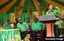 Dr Hussein Mwinyi akihutubia mkutano mkuu wa CCM Dodoma, Tanzania wakati akikubali kugombea nafasi ya urais Zanzibar kwa tiketi ya chama chake Agosti 2020.