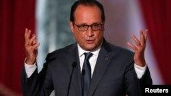 法国总统奥朗德在巴黎举行的记者会上 (2015年9月7日)