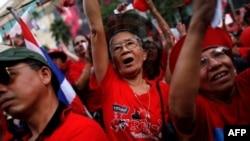 Hàng ngàn người thuộc phe Áo đỏ đã xuống đường tại Bangkok hôm Chủ nhật 19/12/2010, đòi phóng thích thủ lãnh của họ