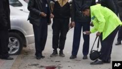 پـۆلیسی پاکسـتانی له شوێنی ڕووداوهکه لێـکۆڵینهوهی خۆیان دهکهن، سێشهممه 4 ی دوازدهی 2011