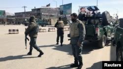 Terror xurujiga uchragan bino xavfsizlik xodimlari tomonidan nazoratga olingan. Kobul, Afg'oniston. 7-mart, 2019