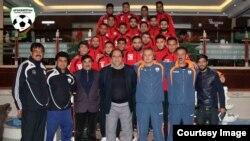 جمعی از ملی پوشان افغان ساکن در خارج که برای نخستین بار به افغانستان آمده اند.