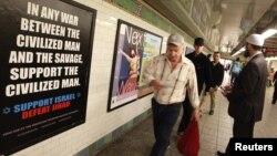 El polémico cartel en el metro de Nueva York.