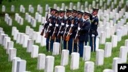 지난해 5월 미국 워싱턴 인근 알링턴 국립묘지에서 한국전 참전용사 유해 안장식이 열렸다. (자료사진)