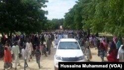 Mutanen da suke gudu daga harbe harben 'yan Boko Haram