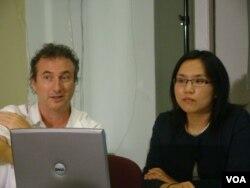 兩位教授發表她們的調查結果 (左起:肯尼格斯特, 梁克)