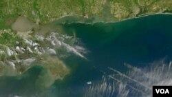 Gambar satelit NASA yang menunjukkan tumpahan minyak di Teluk Meksiko.
