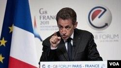 """El presidente francés, Nicolás Sarkozy, dijo que hay que prevenir lo que denominó """"caos democrático""""."""