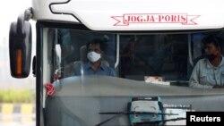 Banyak perusahaan transportasi, termasuk angkutan bus, terpukul karena larangan mudik Idul Fitri tahun ini untuk mencegah penyebaran virus corona (foto: ilustrasi).